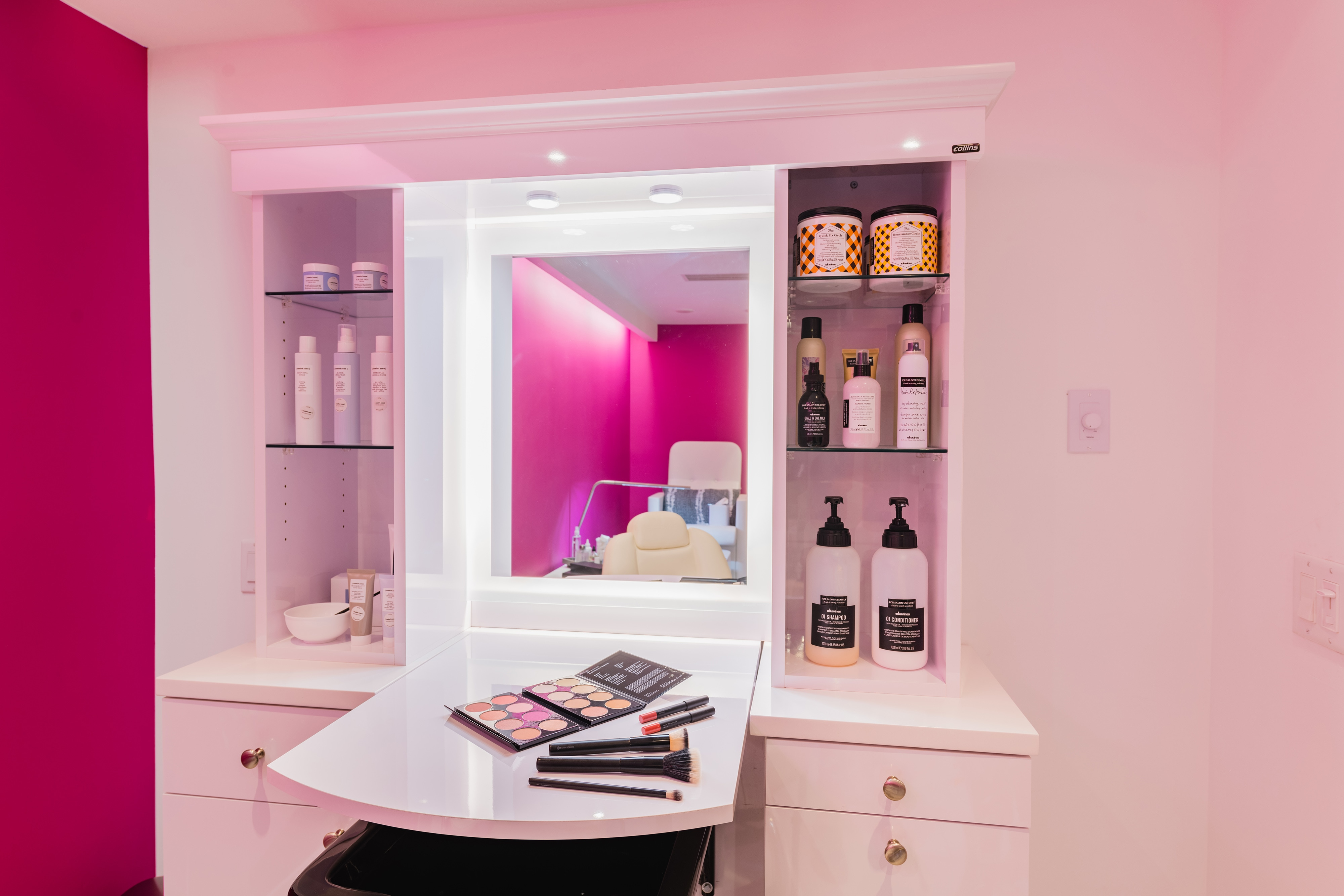 AWAY Spa Glam Station