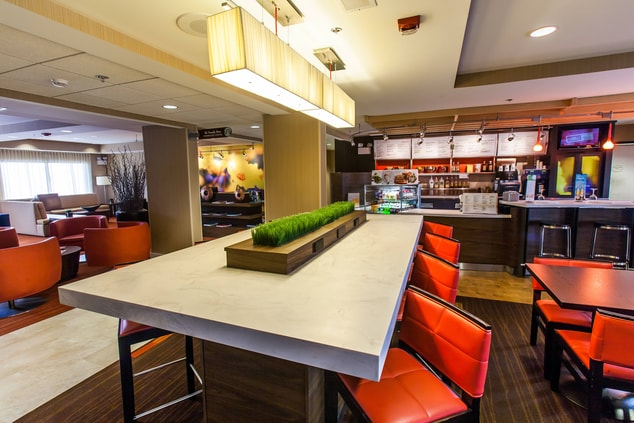 Courtyard Marriott Florence Communal Table