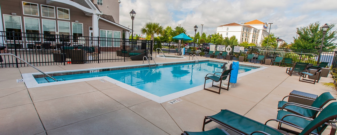 Piscina al aire libre del Residence Inn by Marriott
