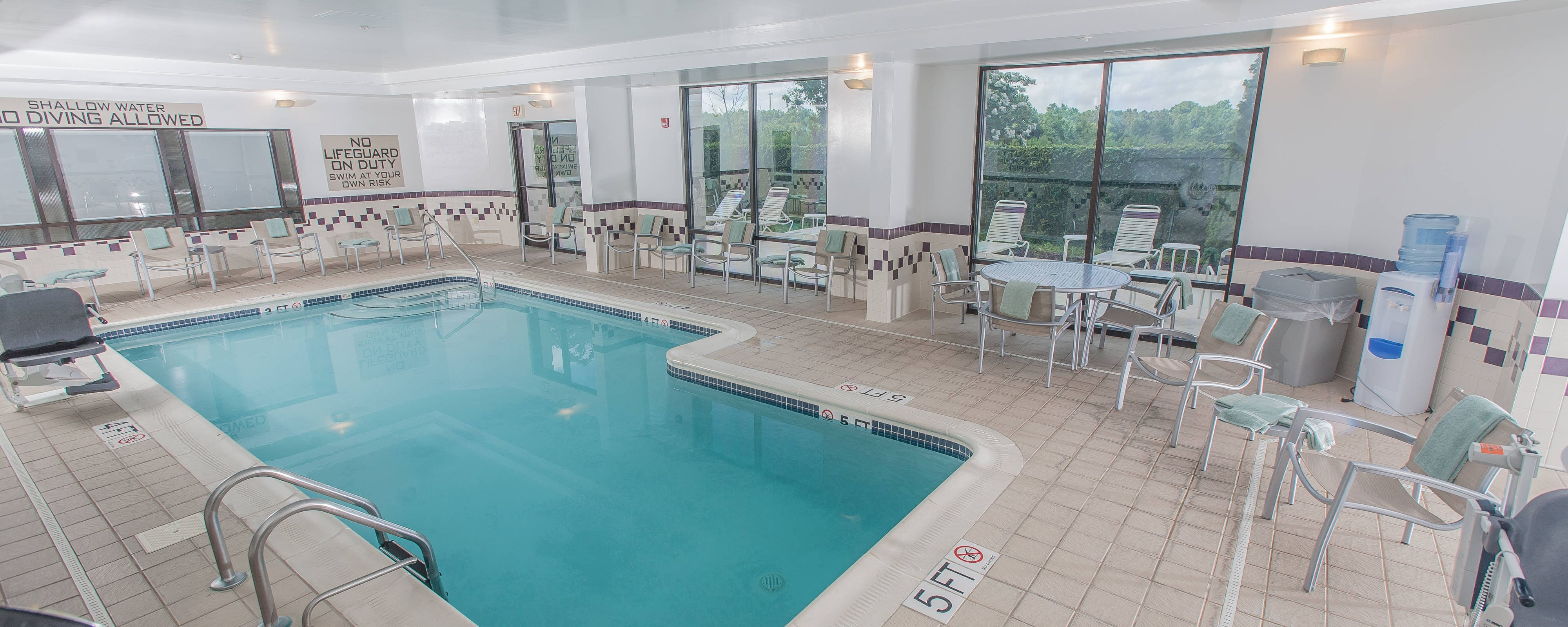 Piscina del SpringHill Suites by Marriott en Florence