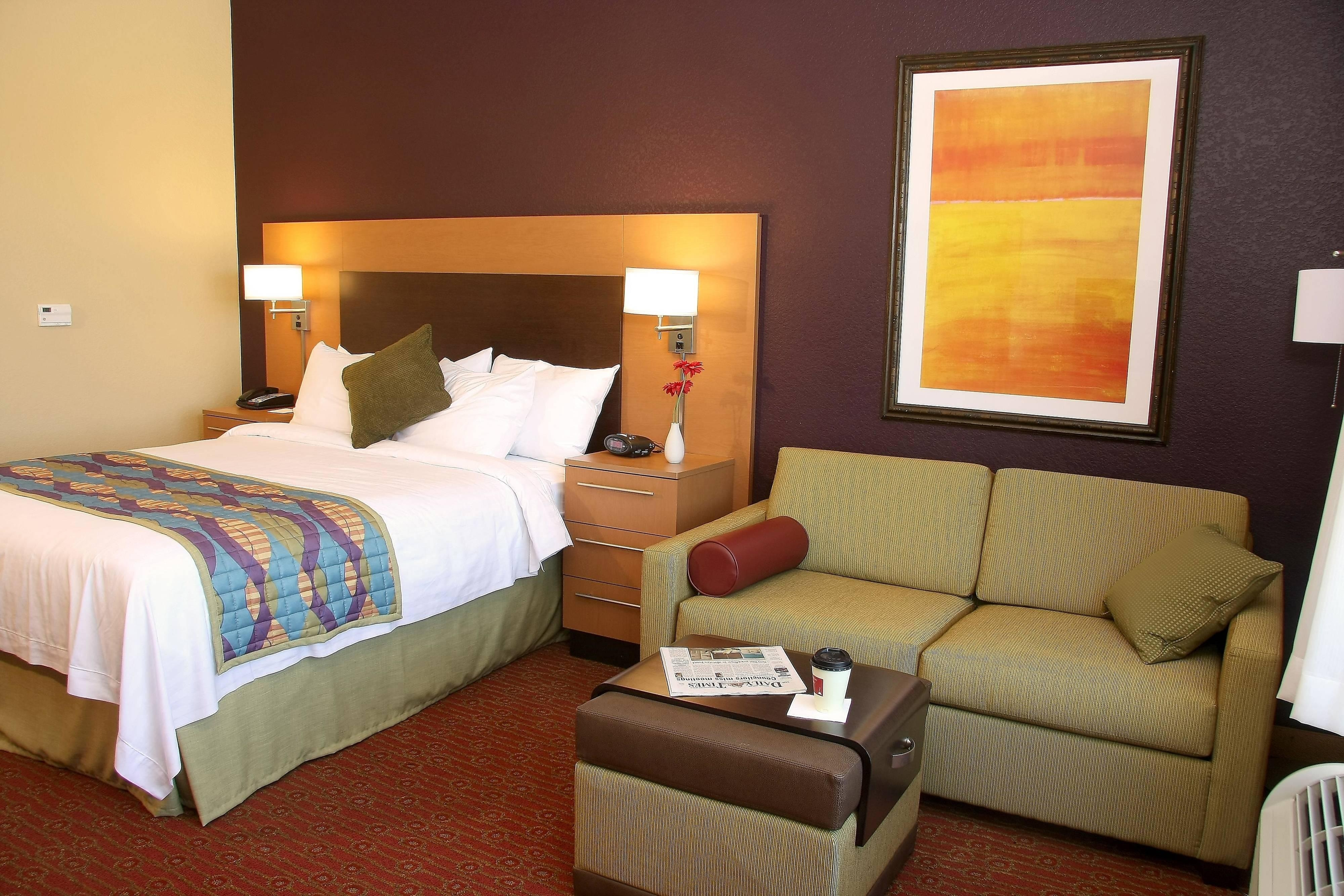 Farmington TownePlace Suites Hotel Queen Accessible Guest Room