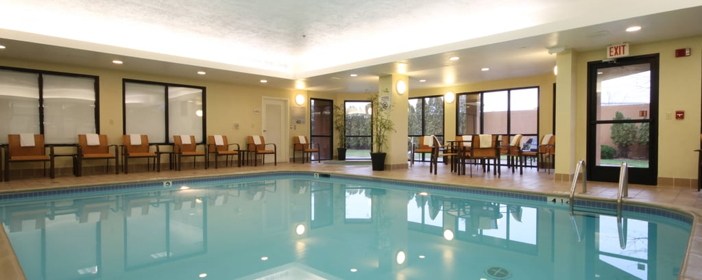 Flint MI hotel indoor pool
