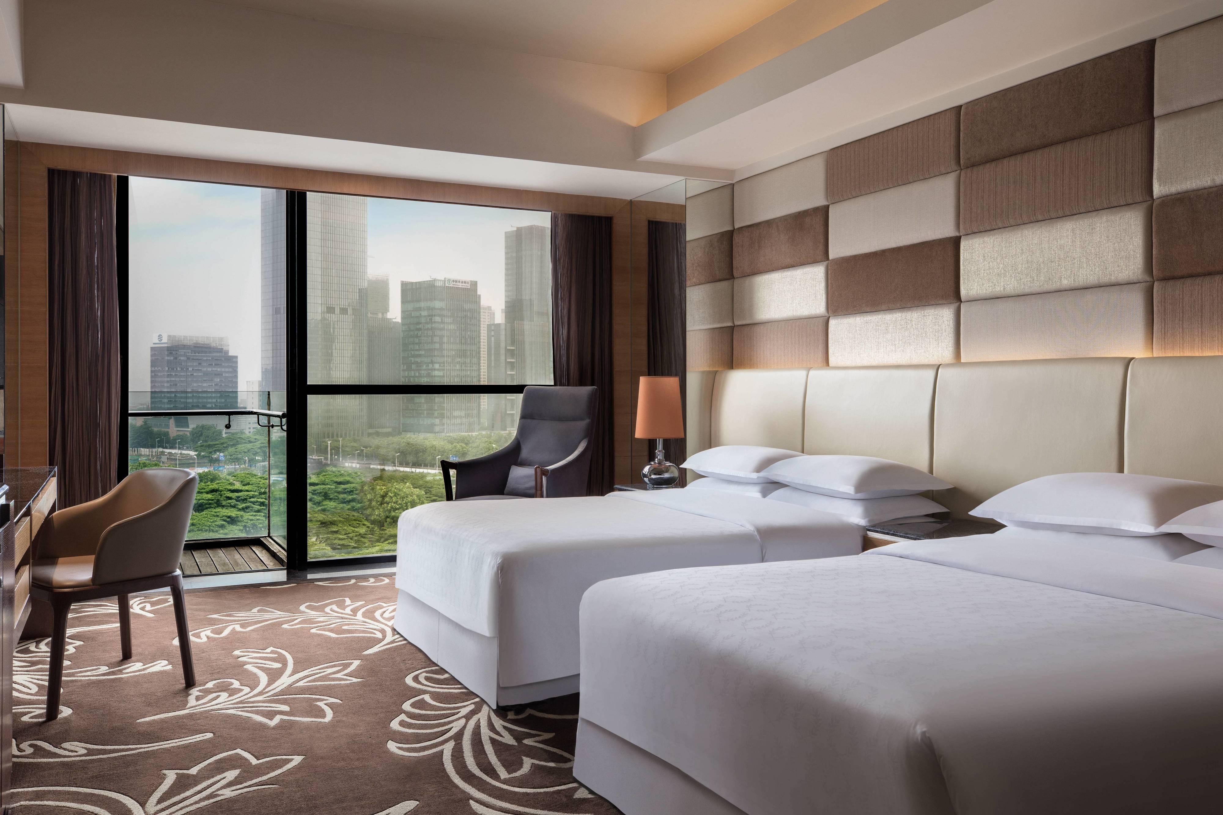Deluxe Gästezimmer mit zwei Einzelbetten und Stadtblick