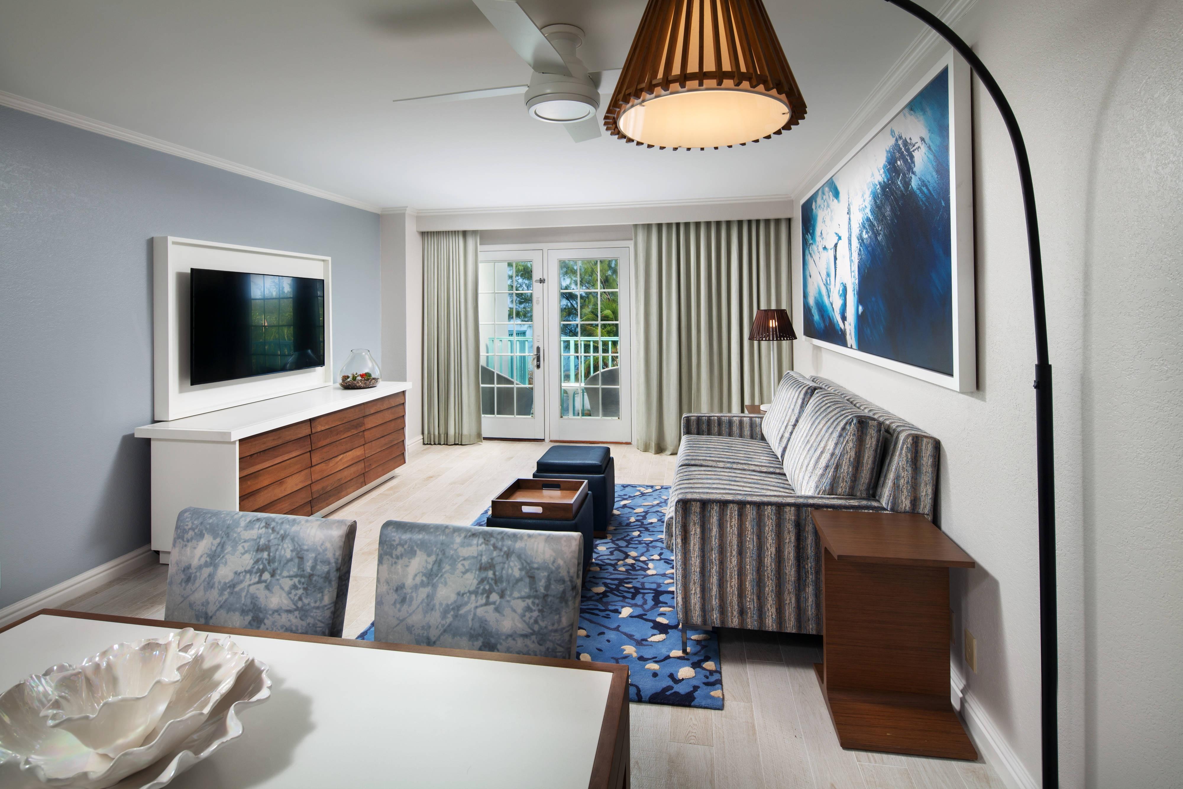Petit salon d'une suite à une chambre