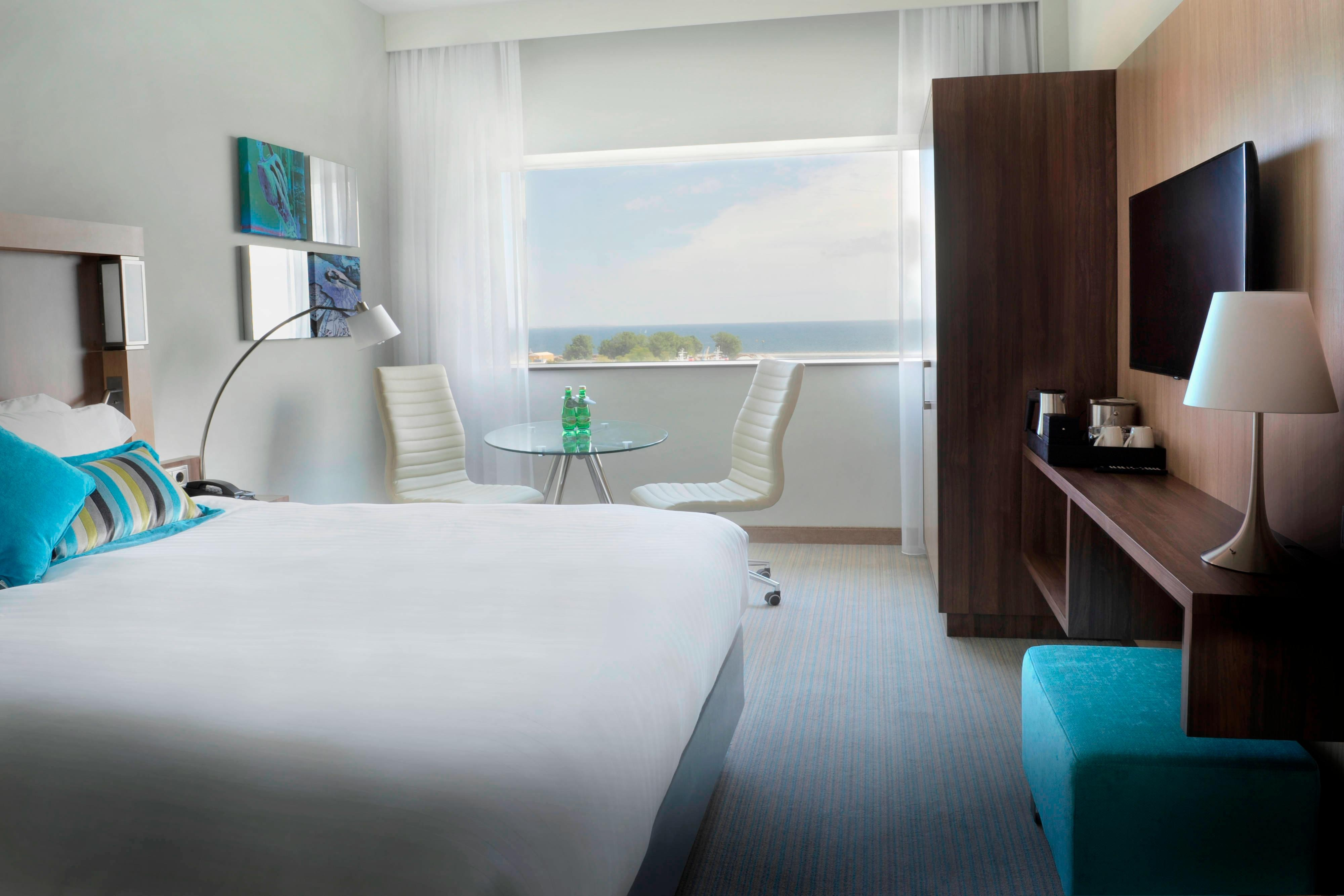Guest Room with bed,sea view and TV