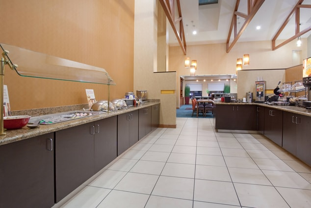 Grand Junction Hotel with Breakfast