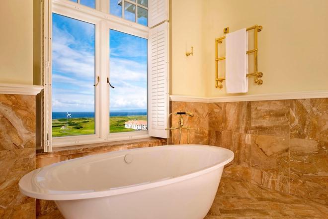 Trump Turnberry Deluxe Non-Ocean View Bathroom