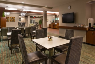 free breakfast lodging gainesville fl
