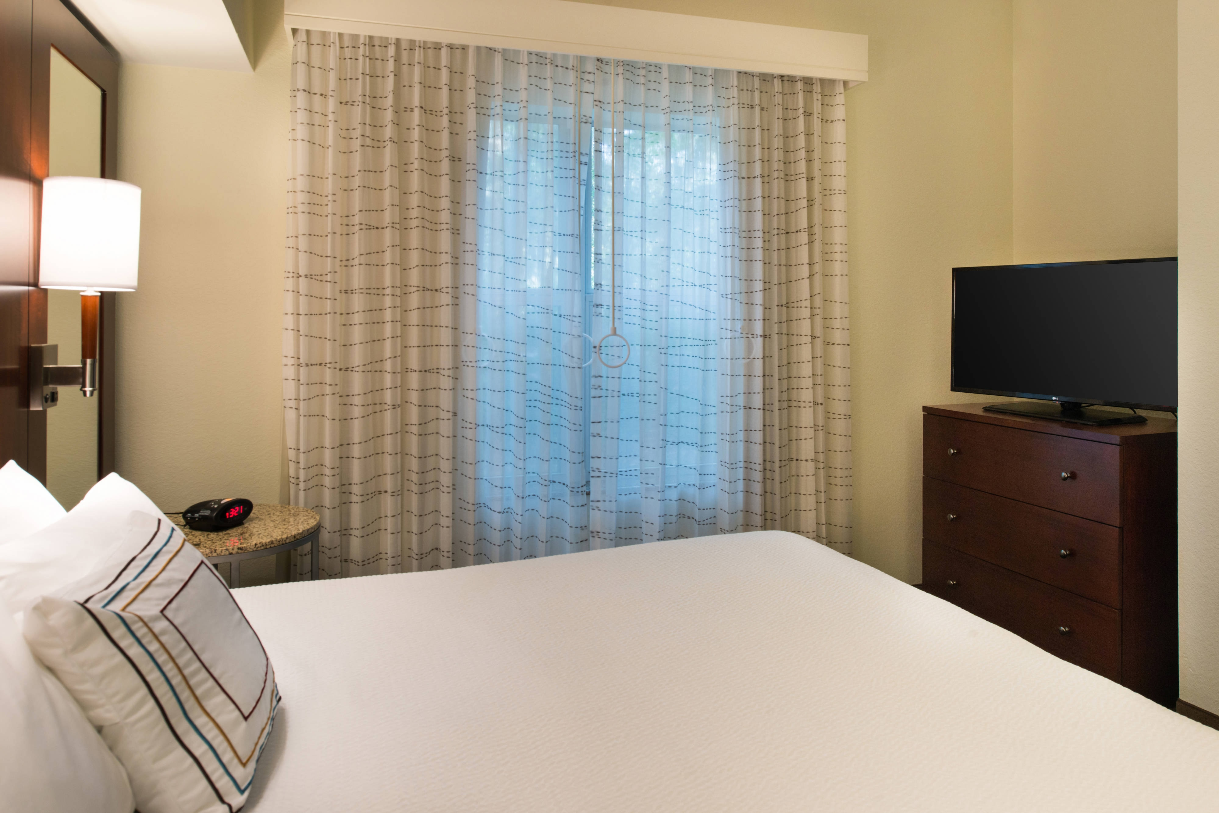 gainesville fl hotels large suites