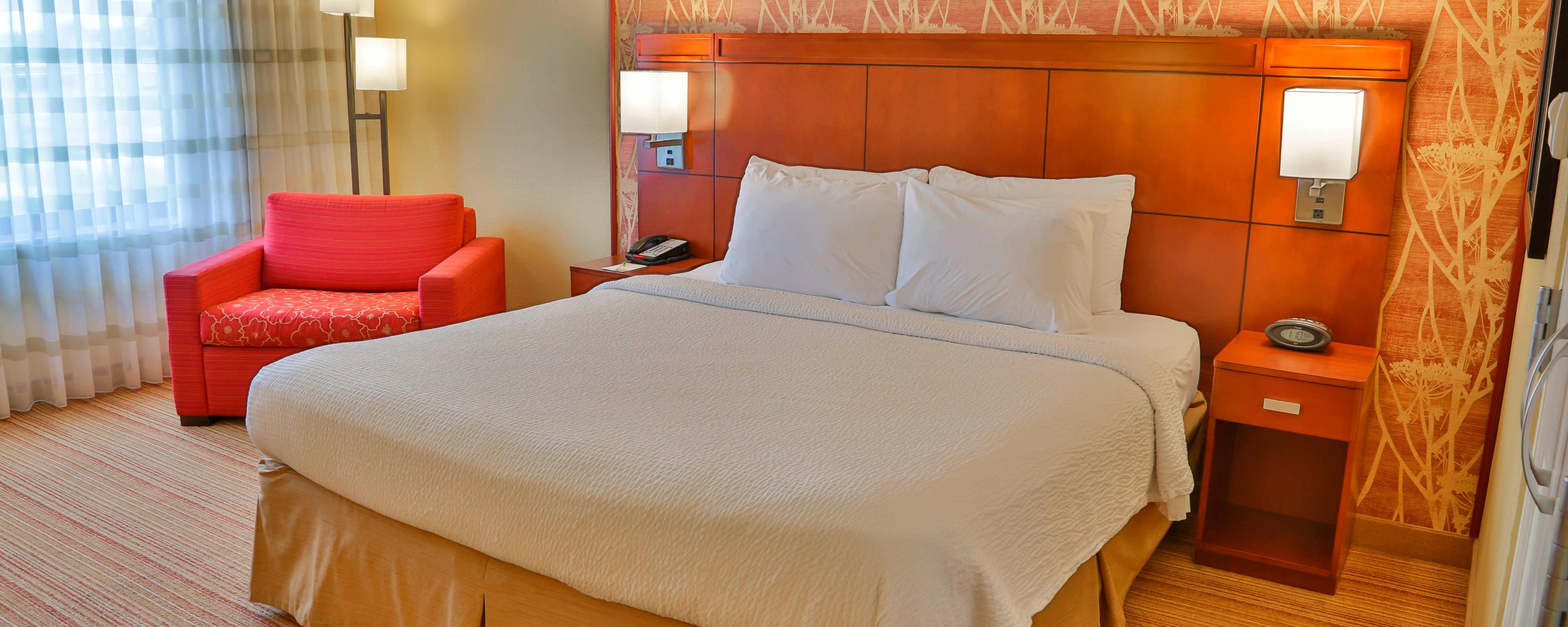 Courtyard Marriott Biloxi N/D'Iberville-Executive King Suite-Sleeping Area