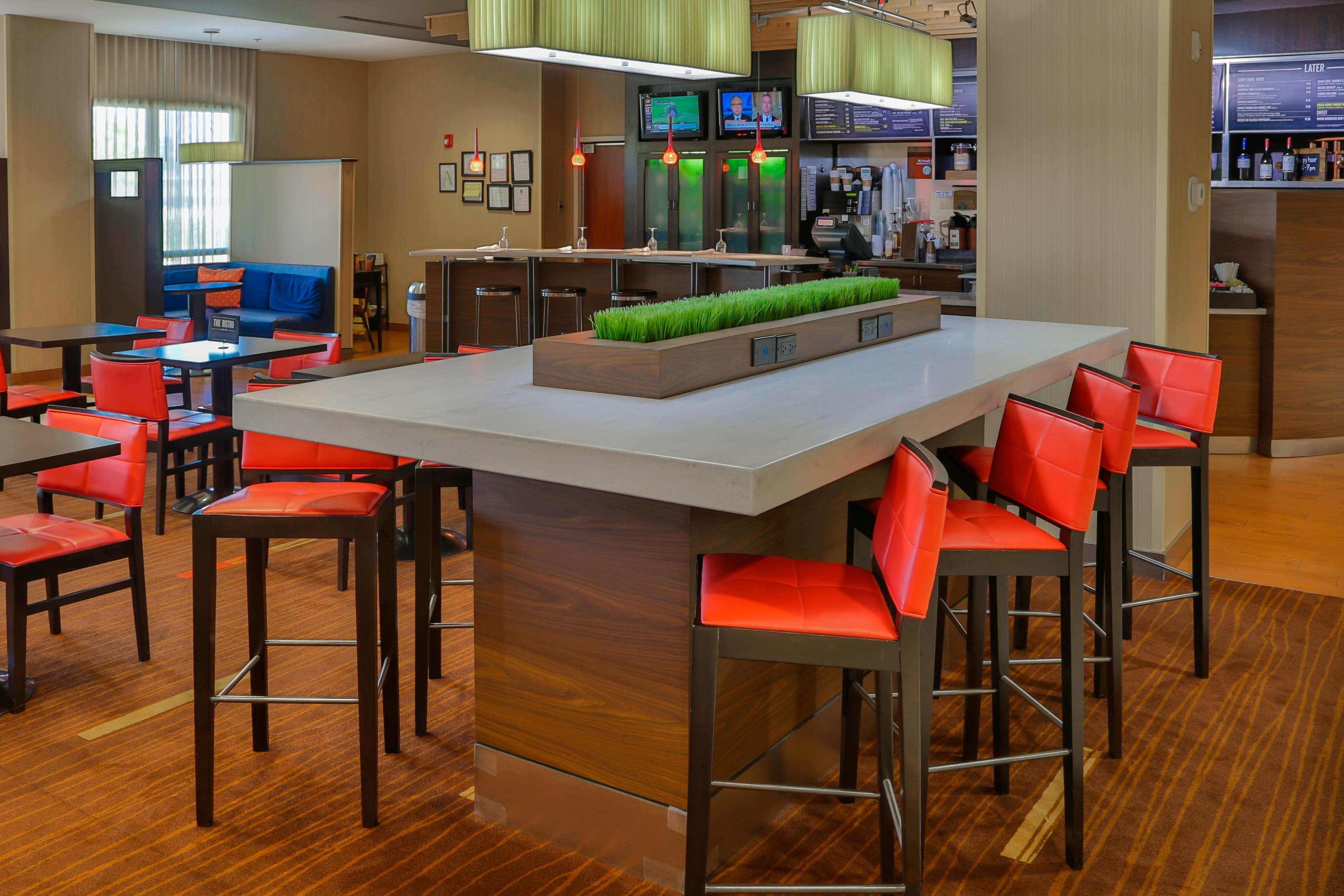 Courtyard Marriott Biloxi N/D'Iberville Communal Table