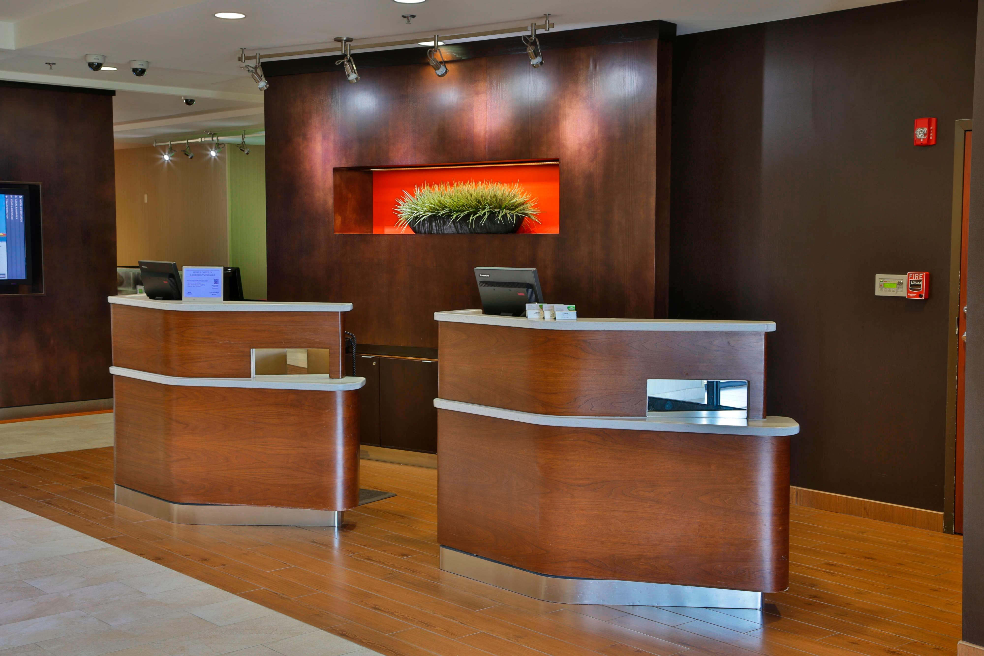 Courtyard Marriott Biloxi N/D'Iberville Welcome Pedestals