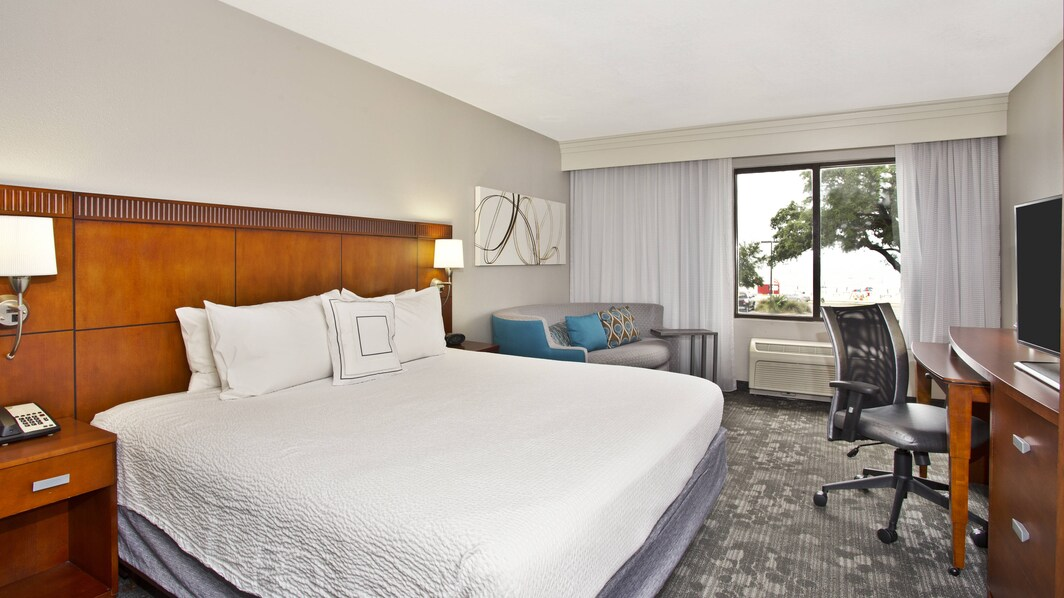 King Guest Room - Gulfport Beachfront