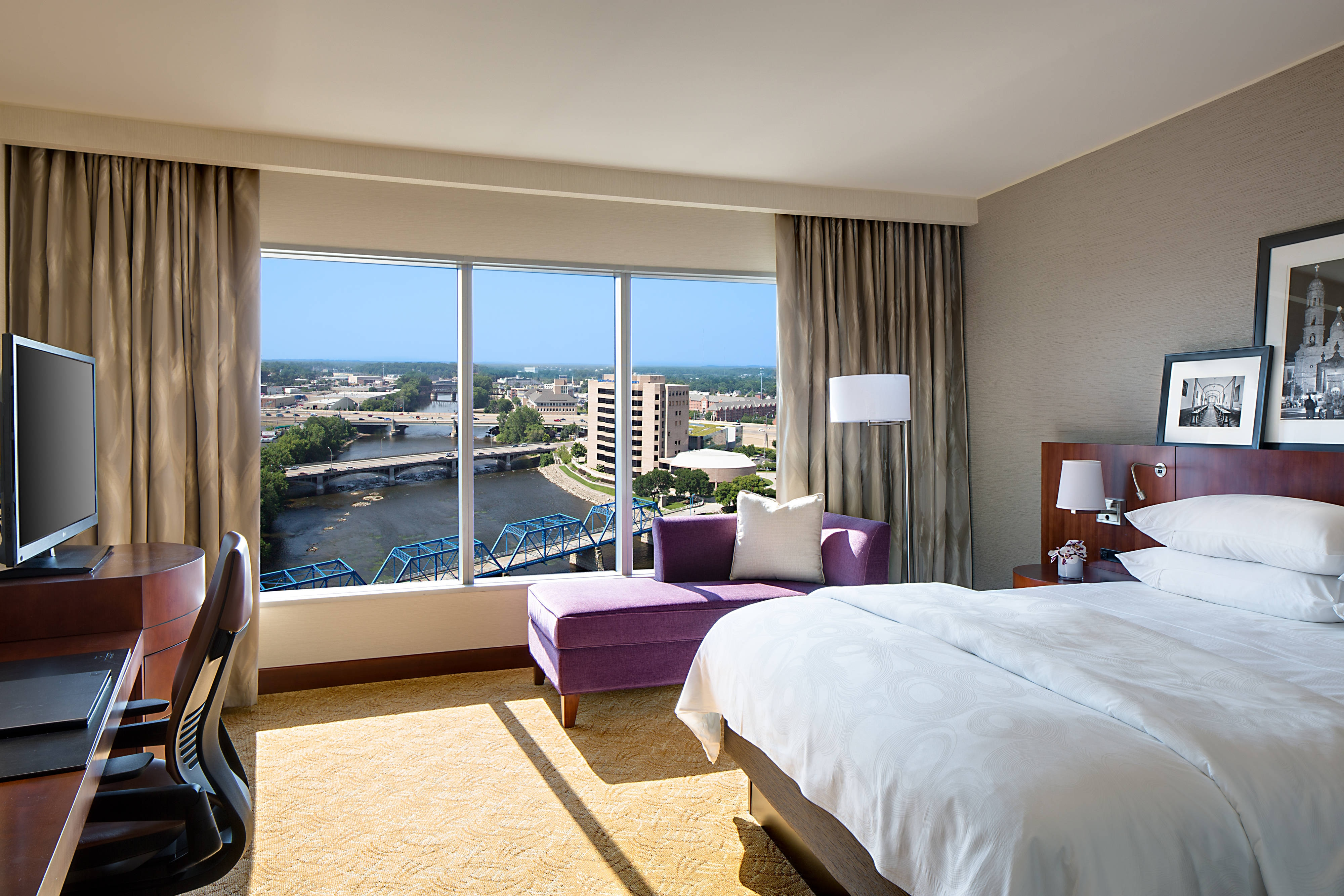 Luxury Hotel In Grand Rapids Near Van Andel Arena | JW Marriott