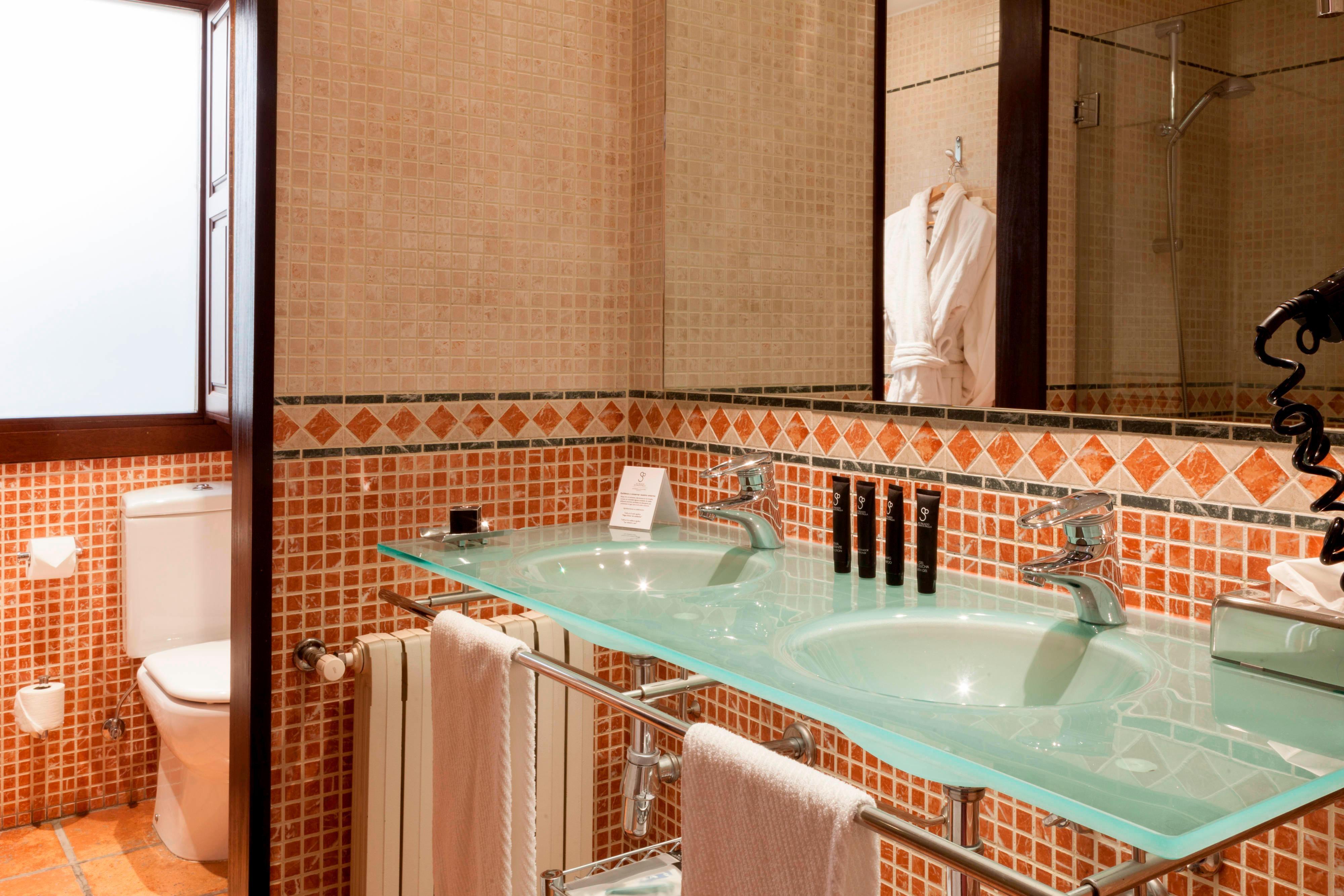 baño de habitación superior en el centro de Granada