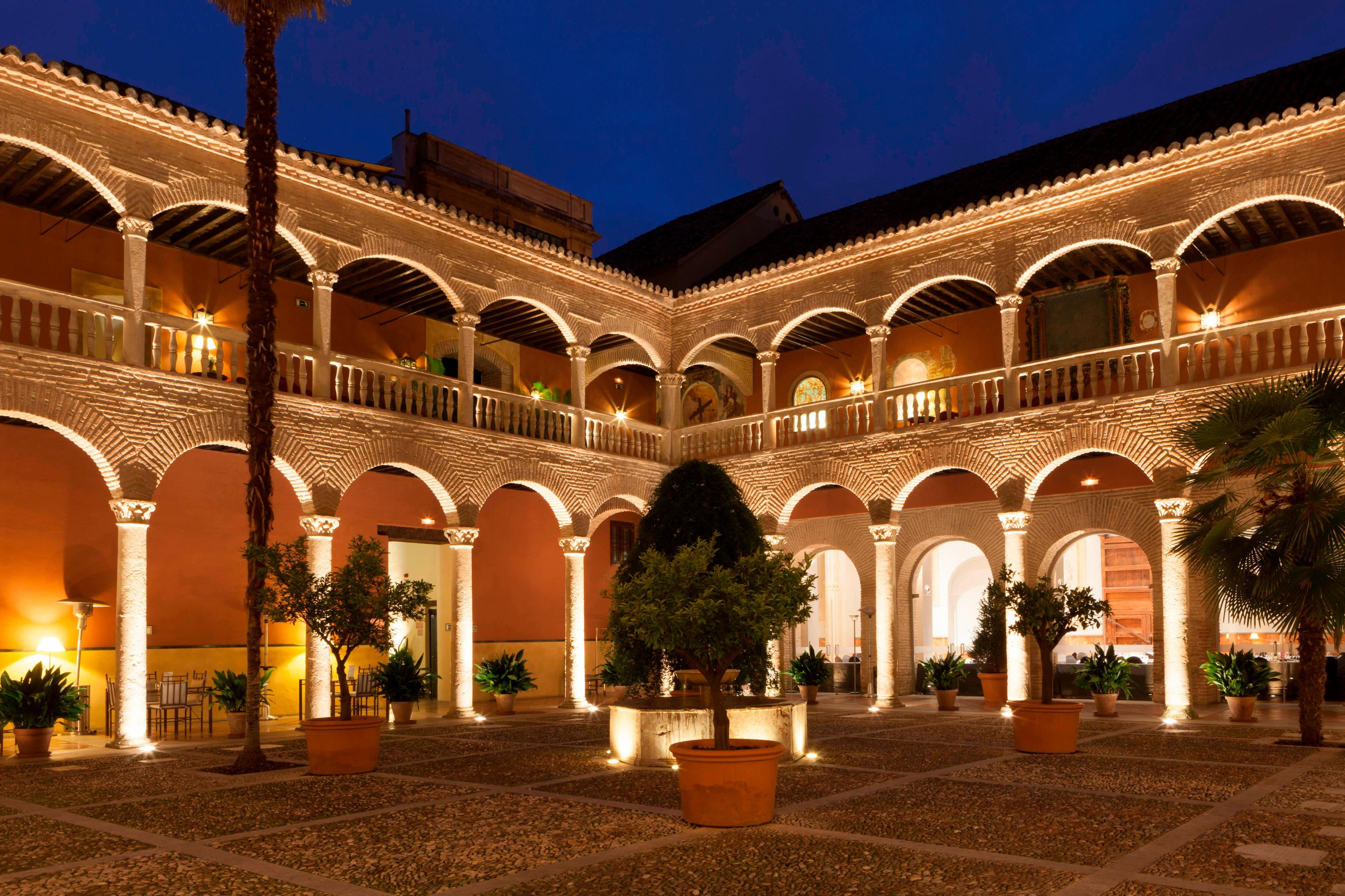 Hotels with claustro in Granada