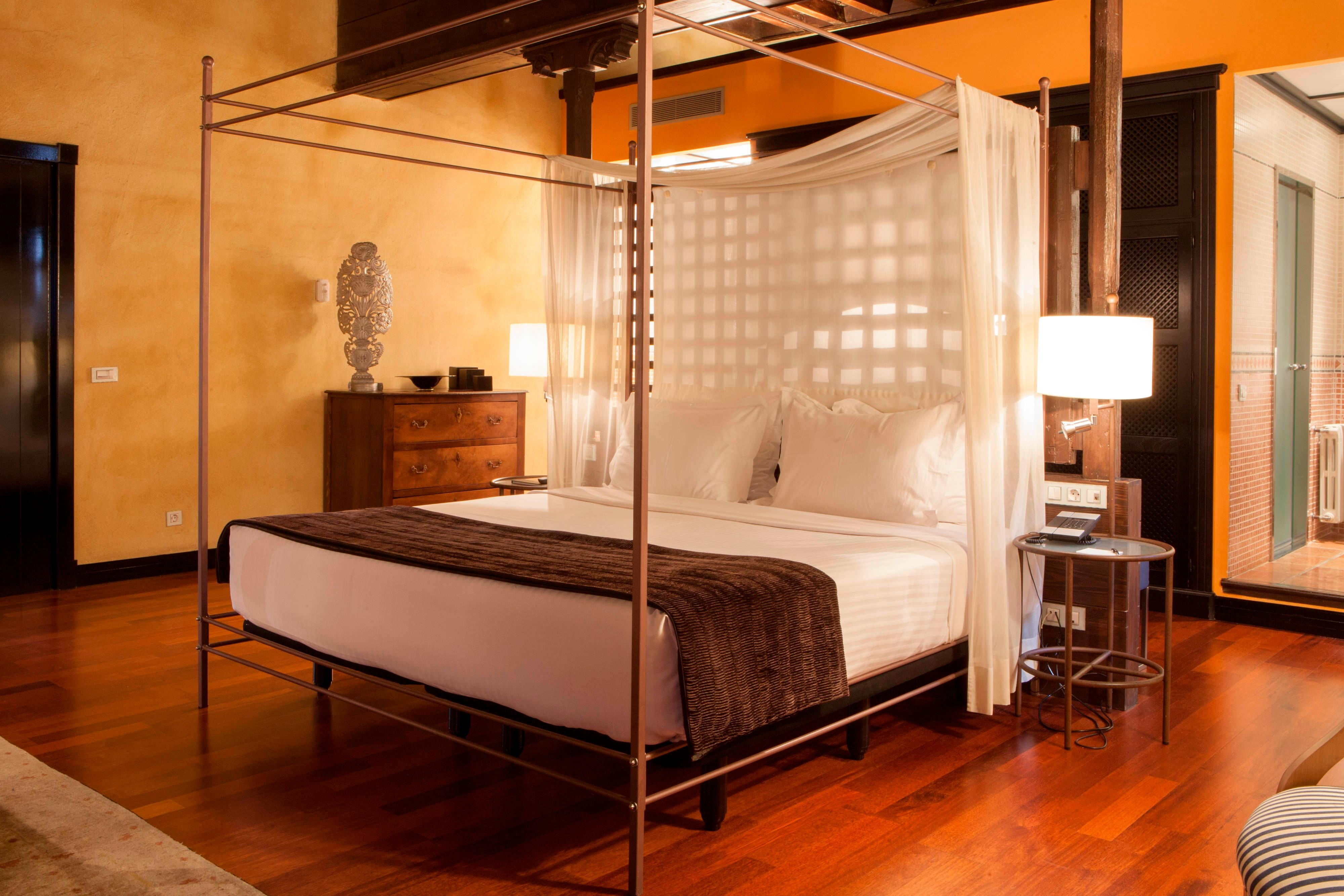 luxury suites in granada hotel