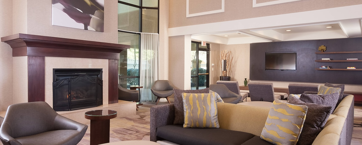 Wondrous Courtyard Greenville Spartanburg Airport Rooms Designed For Home Interior And Landscaping Mentranervesignezvosmurscom