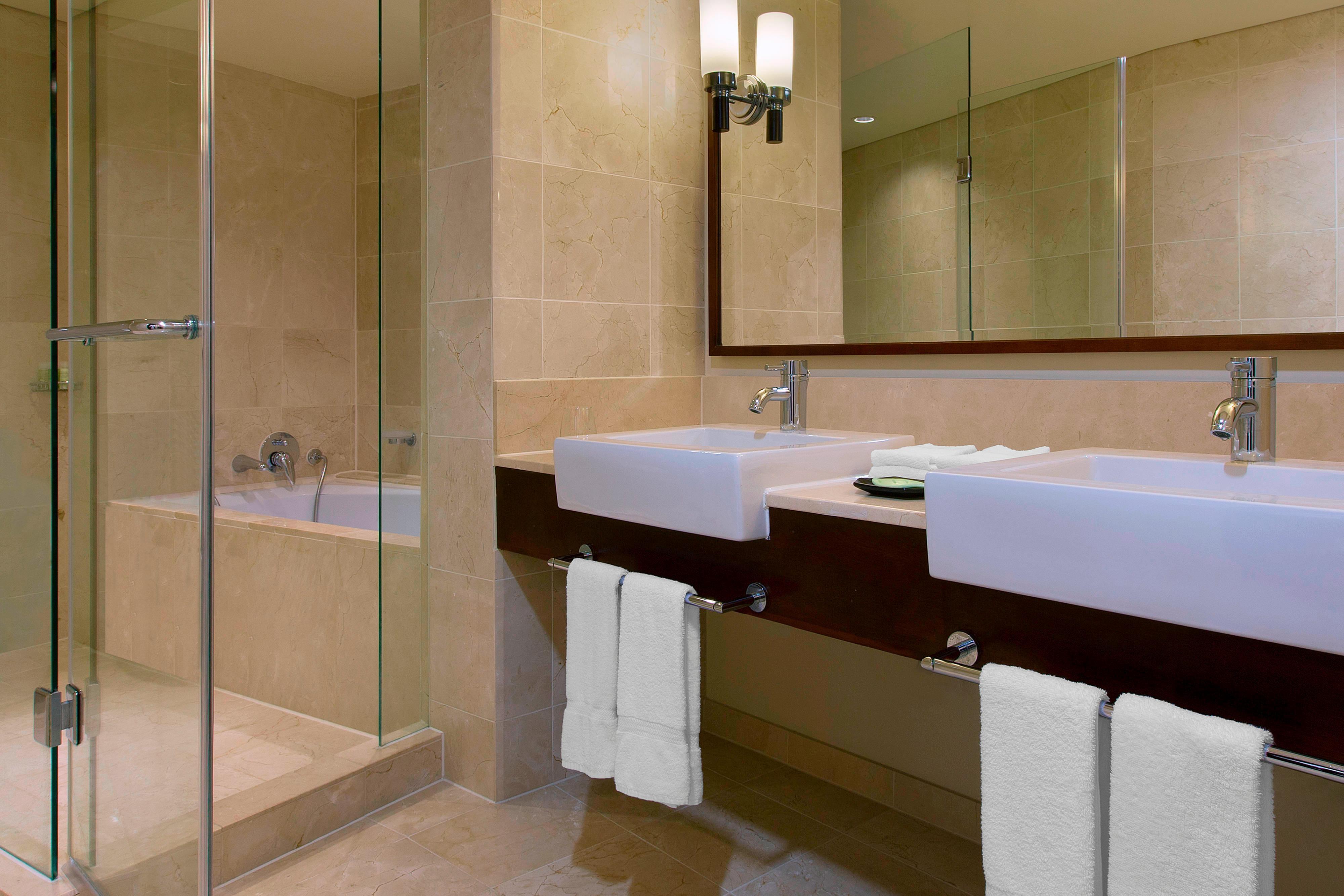Ocean Front Suite Guest Bathroom