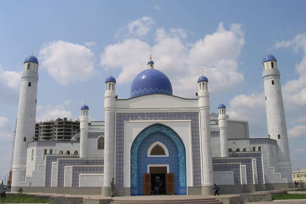 Mosque on M. Utesimov Square