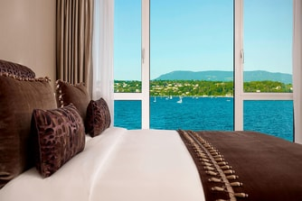 Crown Suite - Bedroom with lake View