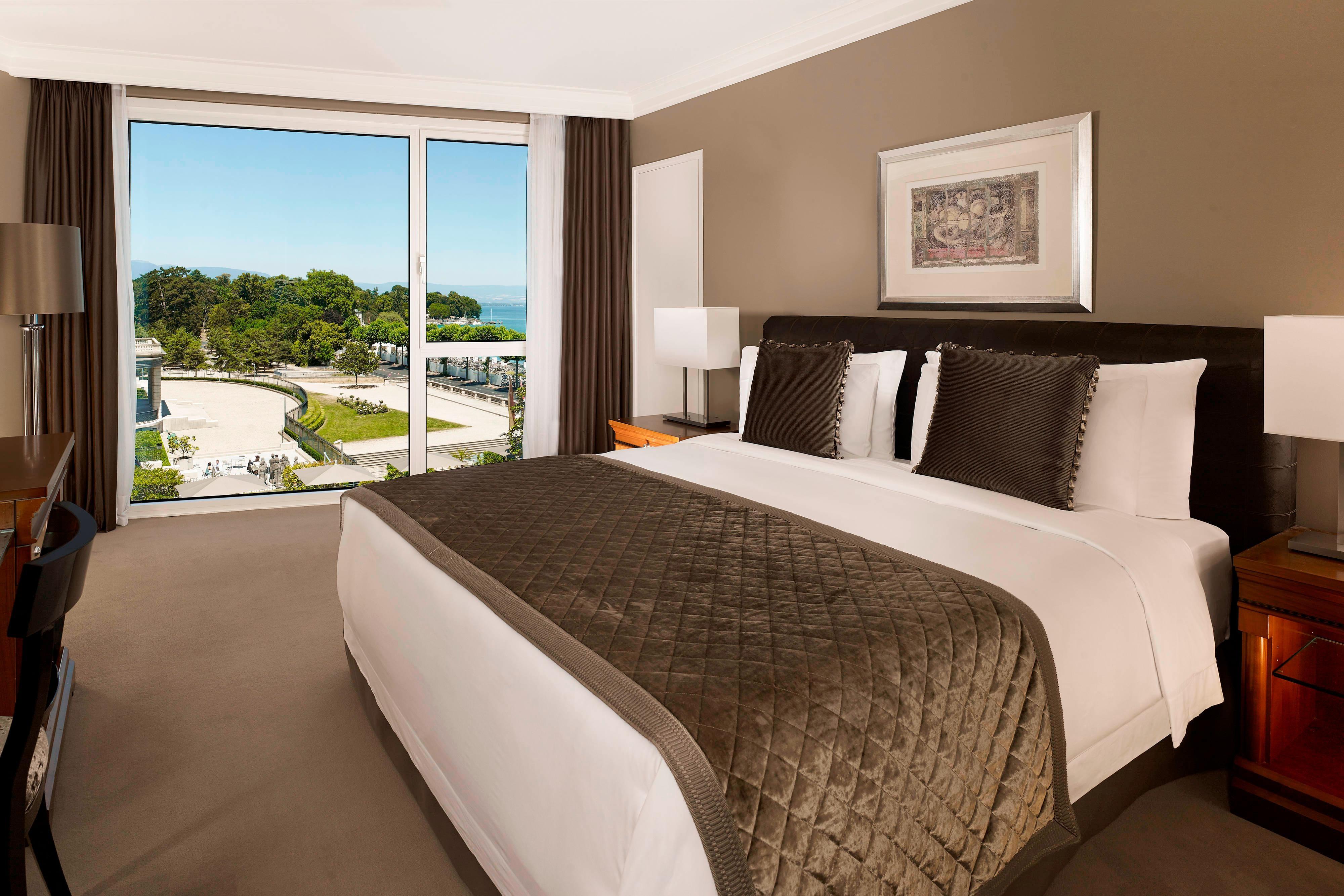 Grand Deluxe Room Bedroom