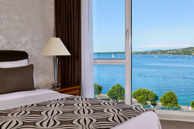 Junior Suite - Bedroom with lake View