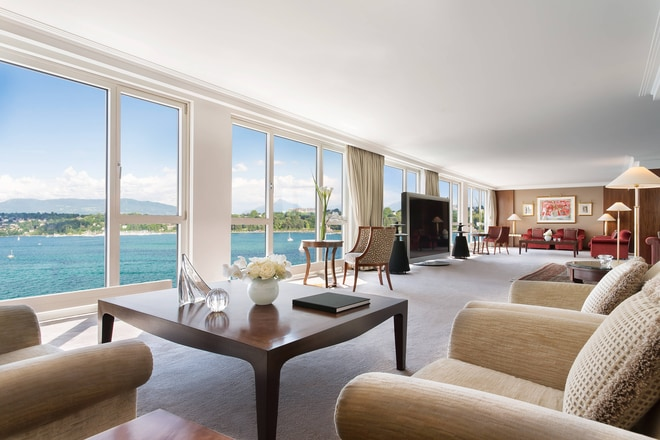 Royal Penthouse Suite - Imperial Living Room Lake View