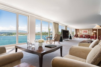 Royal Penthouse Suite– Imperial Wohnzimmer mit Blick auf See