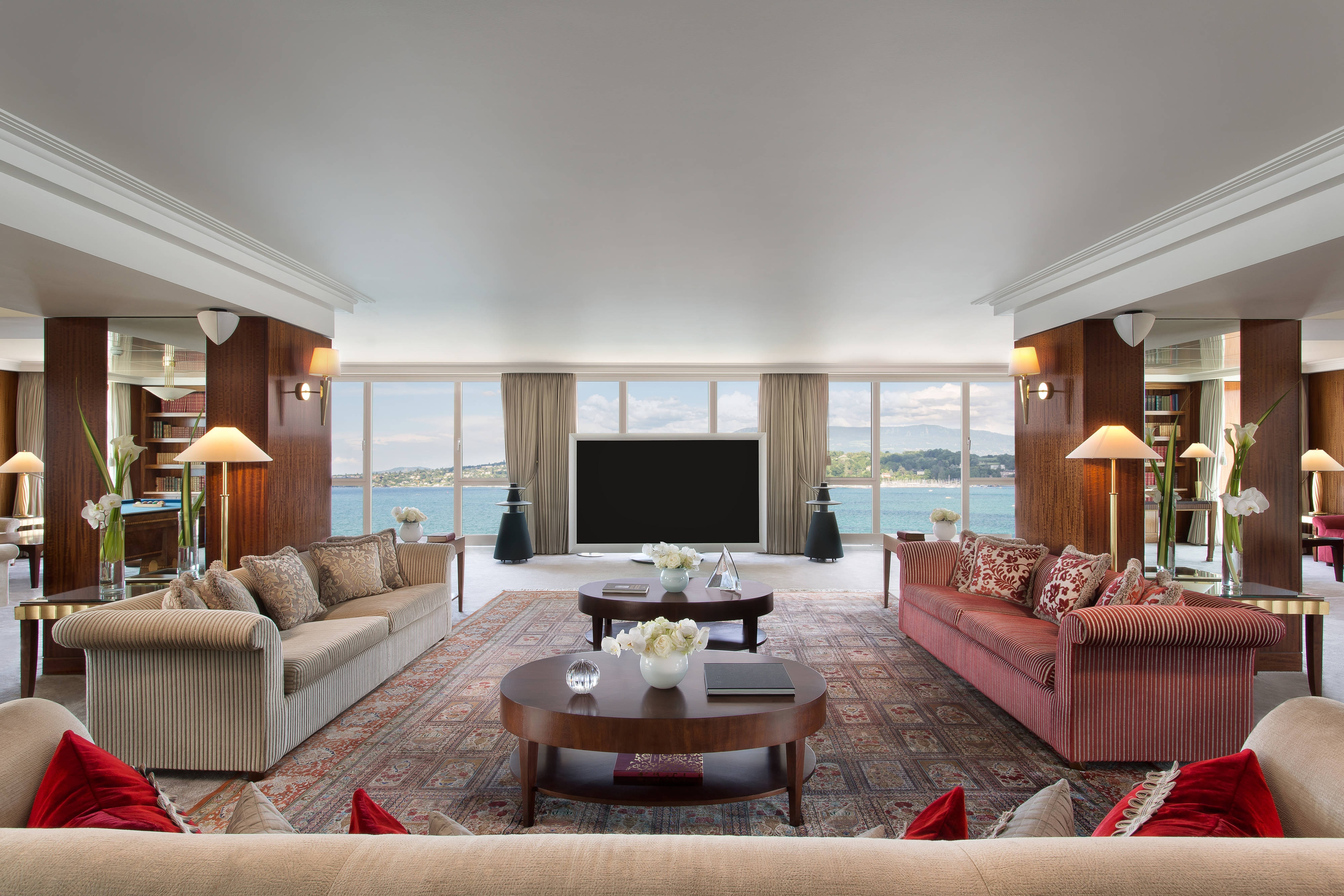 Royal Penthouse Suite - Living Room