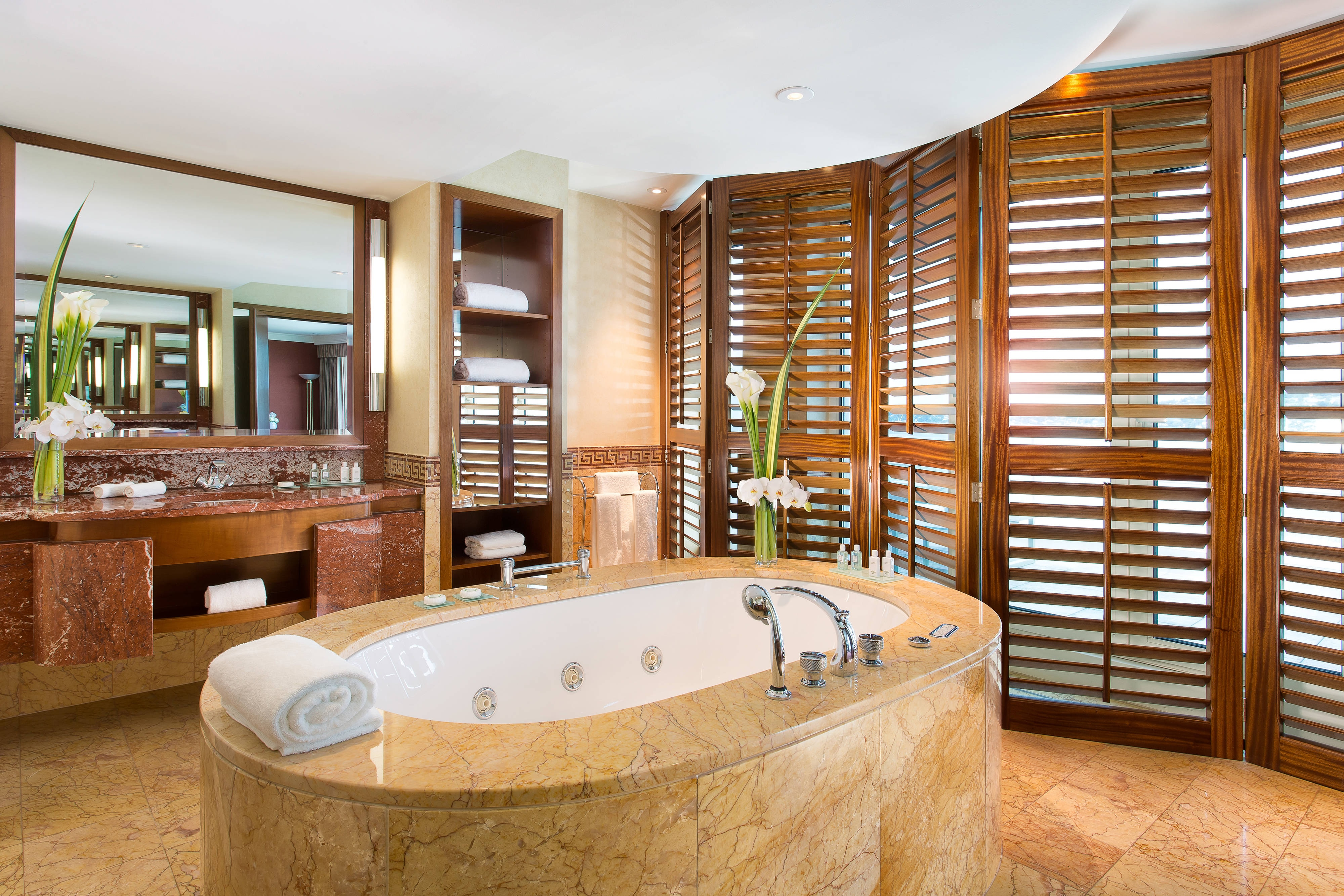 Royal Penthouse Suite - Royal Master Bathroom