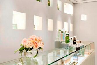 Beauty accessories shop