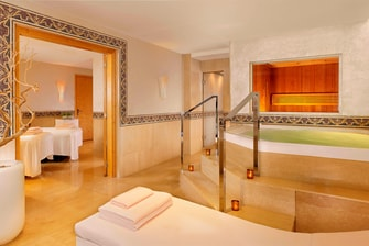 Spa La Mer –VIP-Behandlungsraum mit Doppelbett und privatem Spa-Bereich