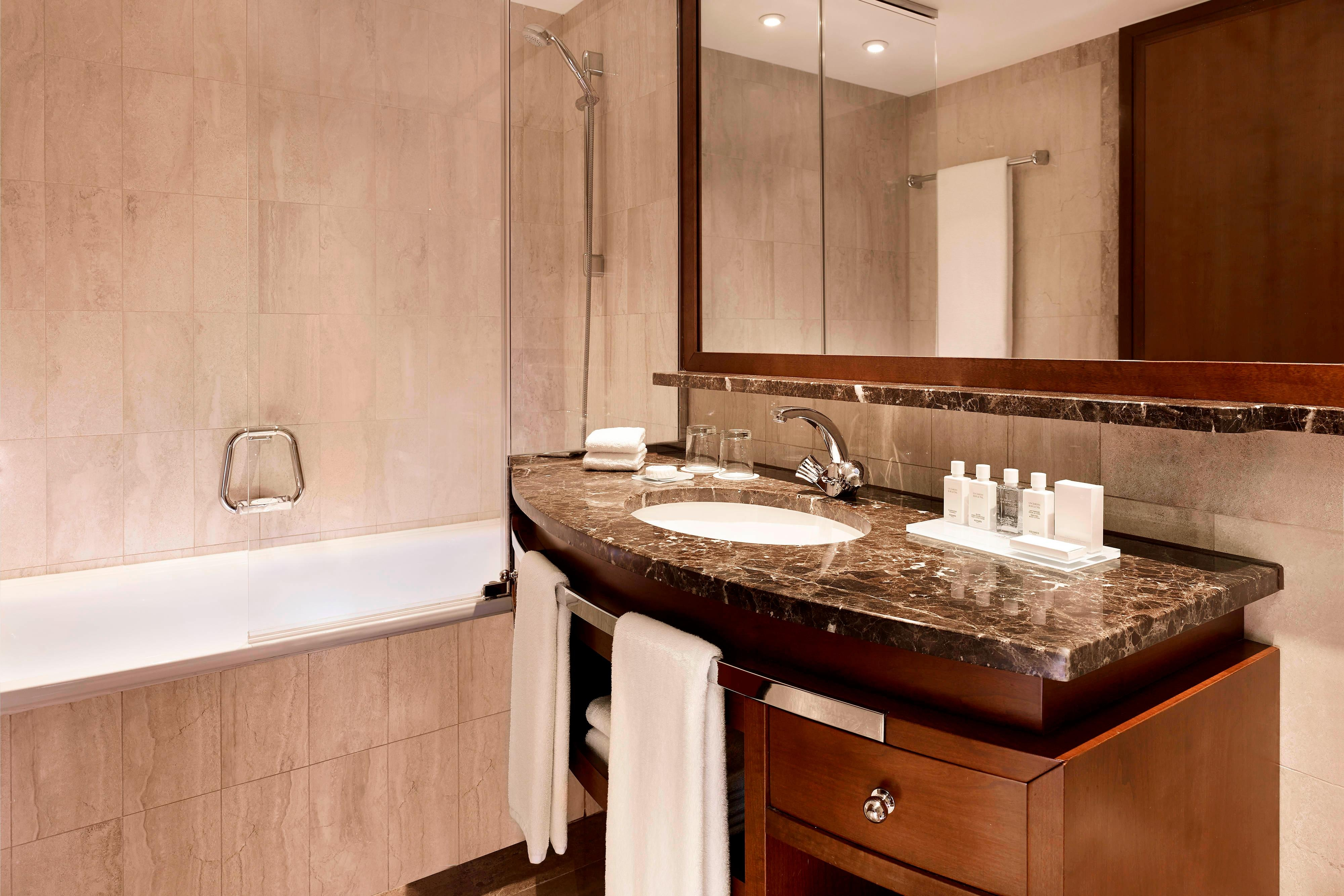 Grand Superior Room & Grand Deluxe Room Bathroom