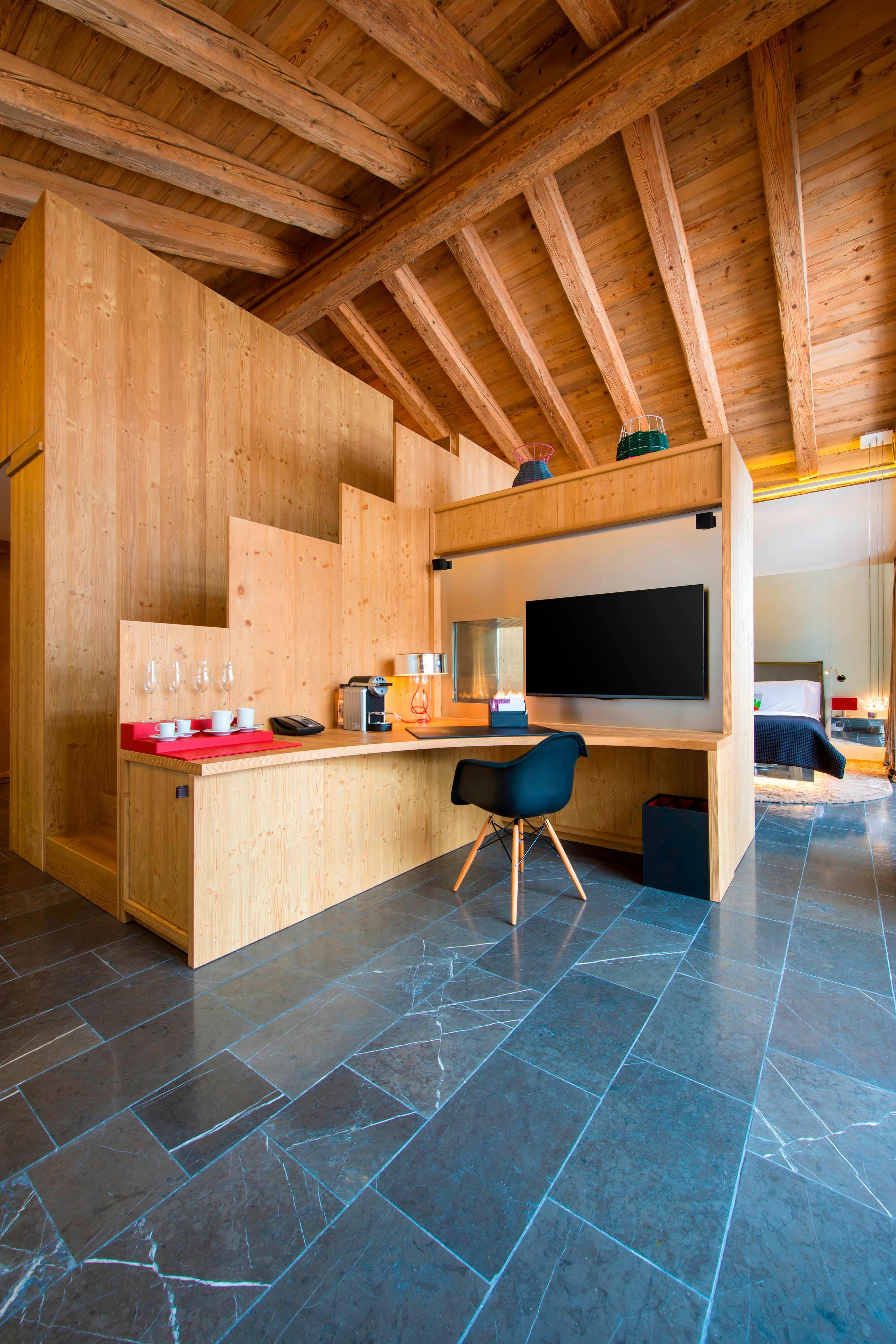 Spectacular Suite Lounge Area