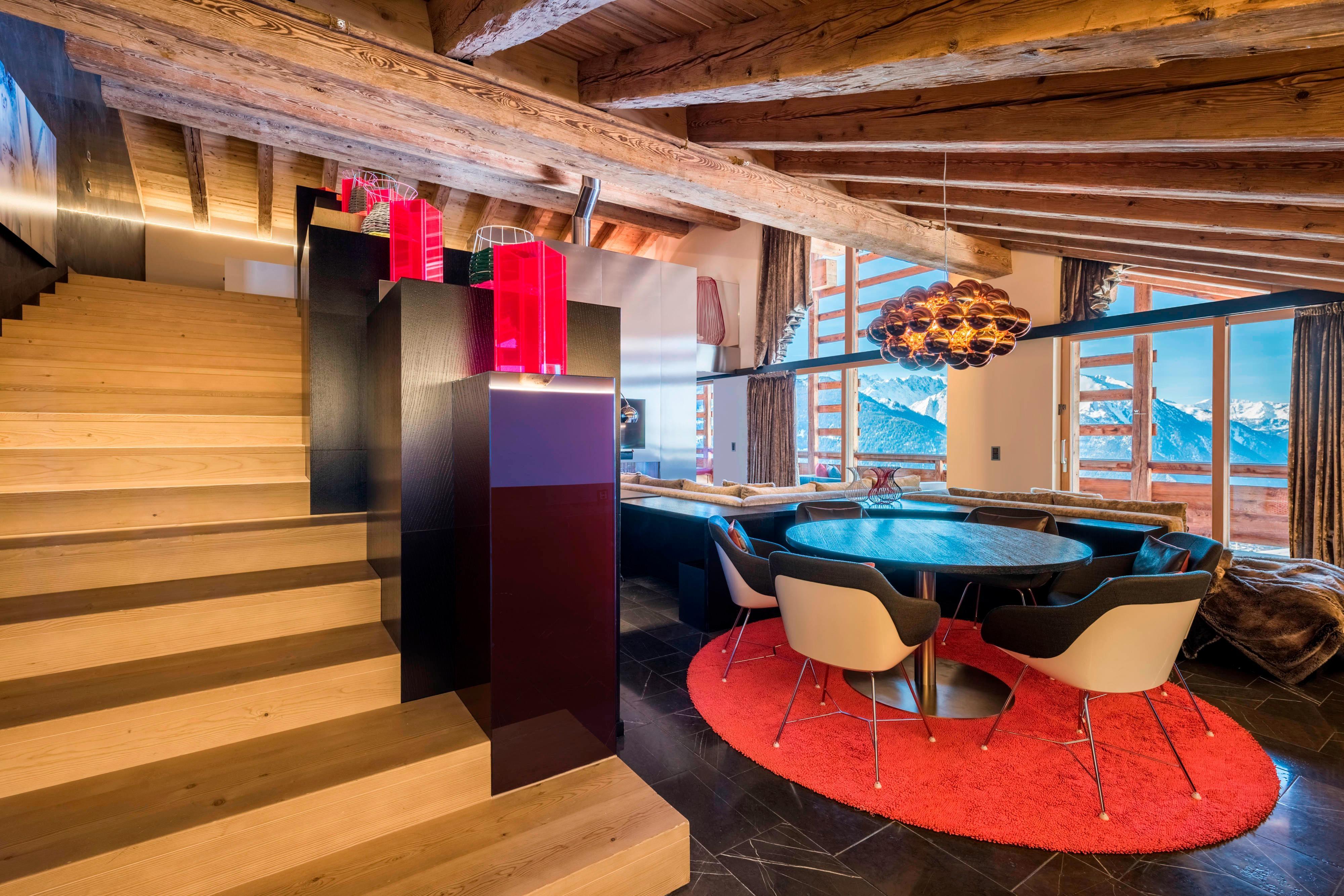 EWOW Suite Lounge Area