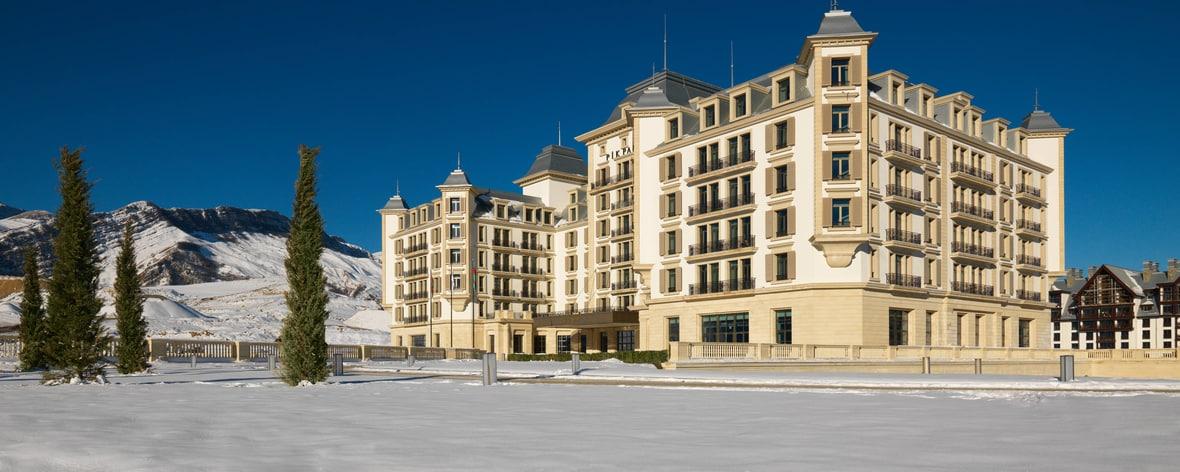 Pik Palace Hotel Facade