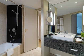 Hamburg Hotel Suite's Bathroom