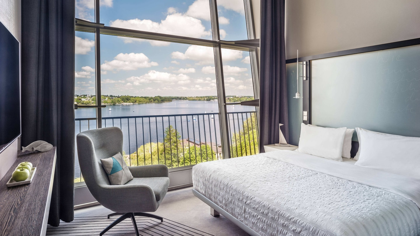 Le m ridien hamburg design hotel at the alster lake hamburg for Interior designer hamburg