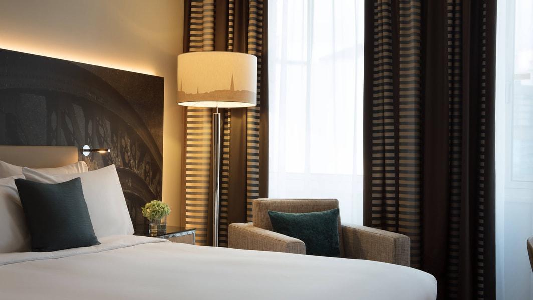 Chambre avec lit double de l'hôtel de Hambourg