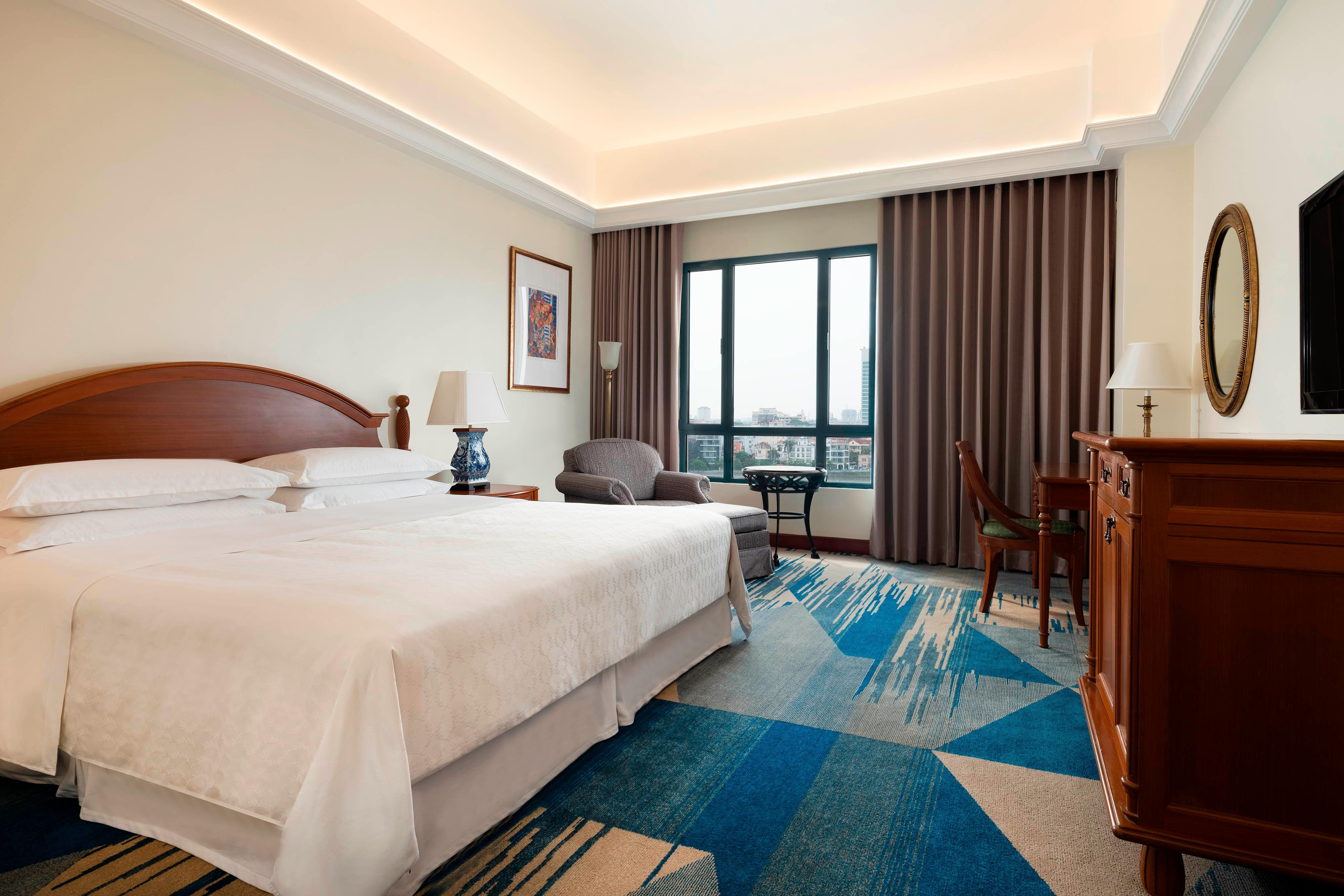 King Grand Deluxe Lake View Guest Room