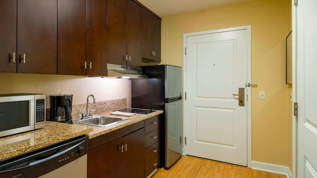 Harrisburg PA hotel suite with kitchen