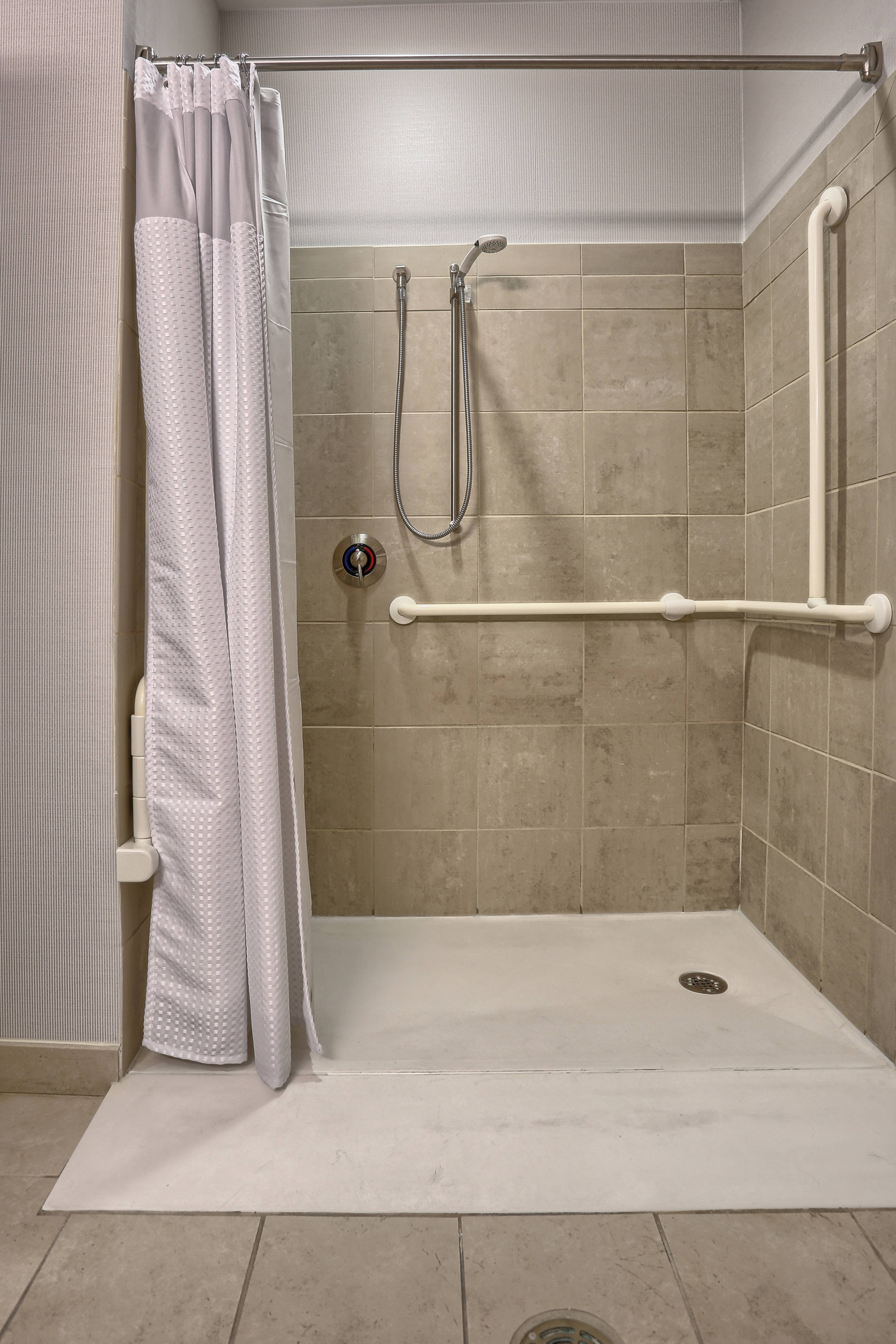 Mechanicsburg accessible hotel bathroom