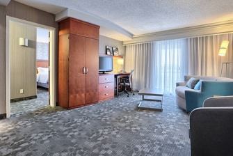 Mechanicsburg PA hotel suite