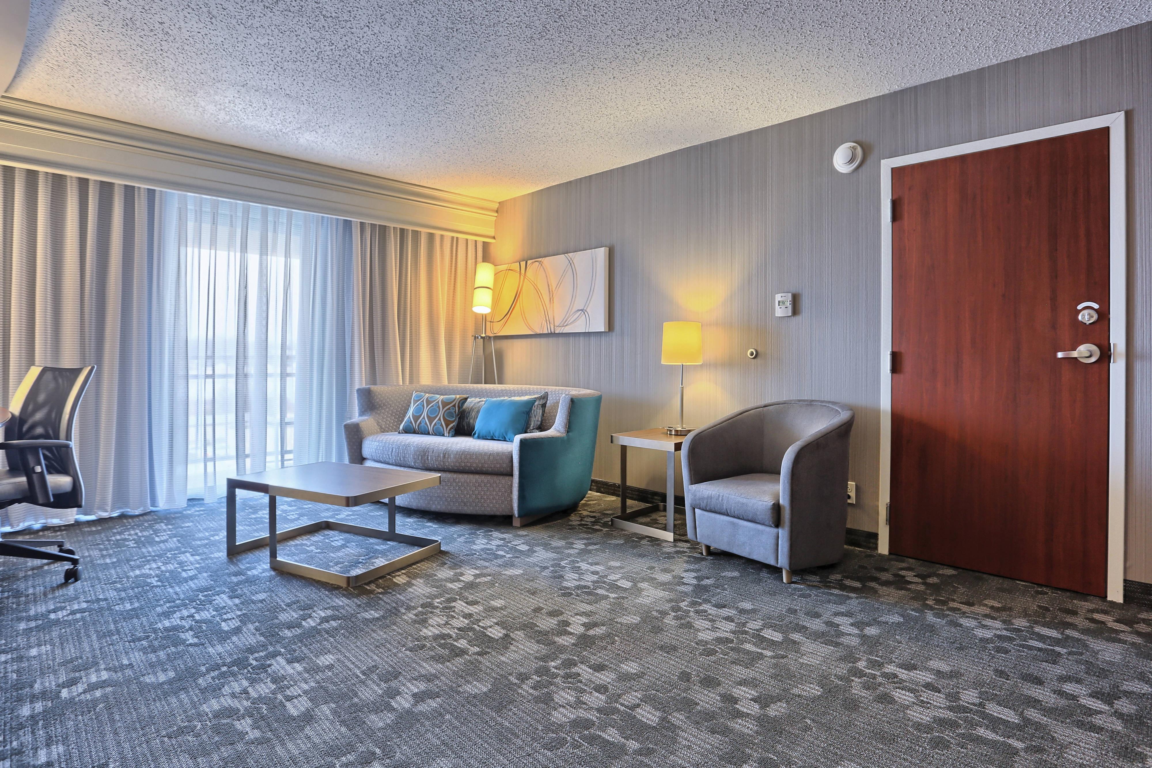 Mechanicsburg hotel suite living room