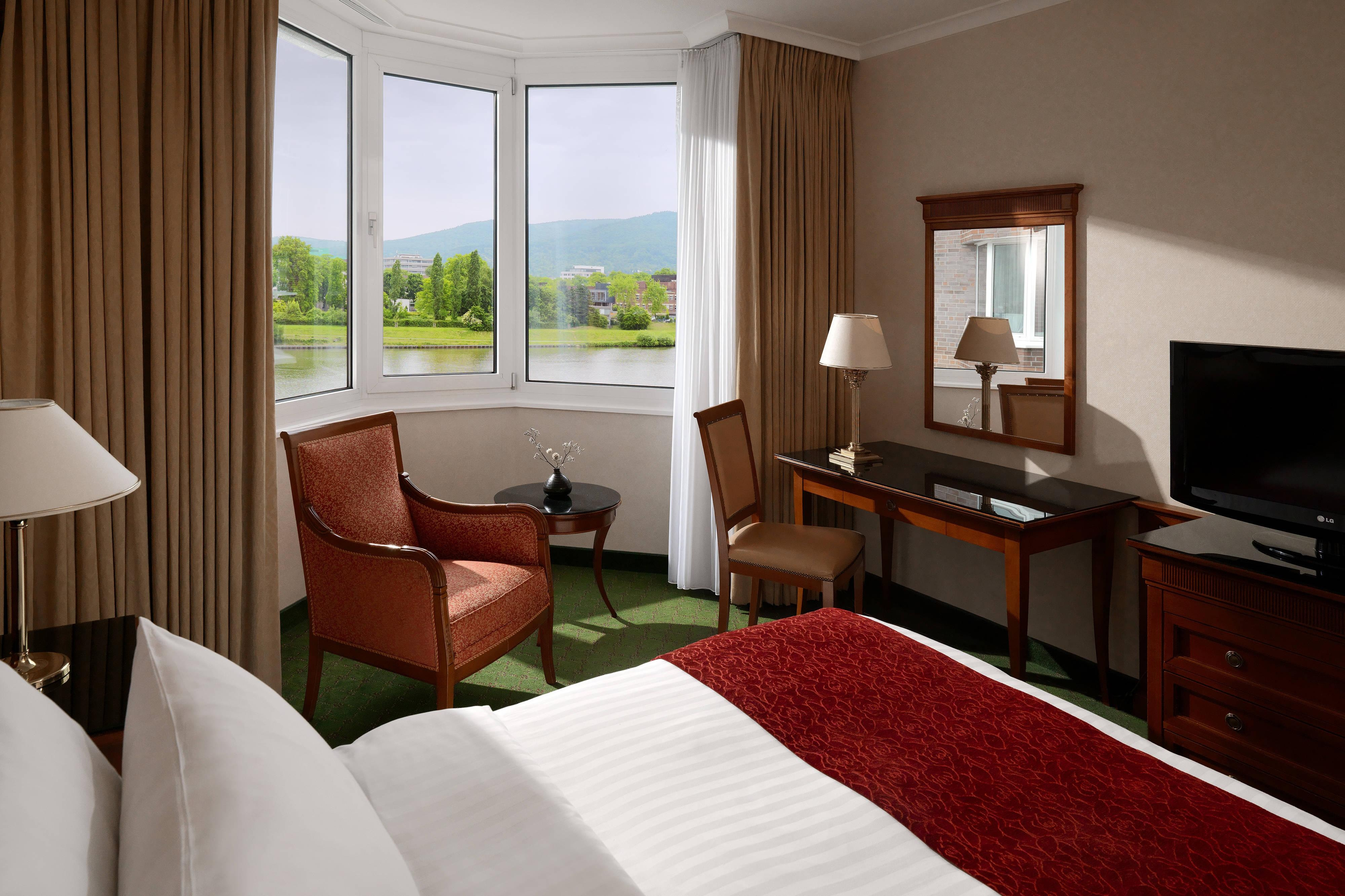 King Waterview Guest Room
