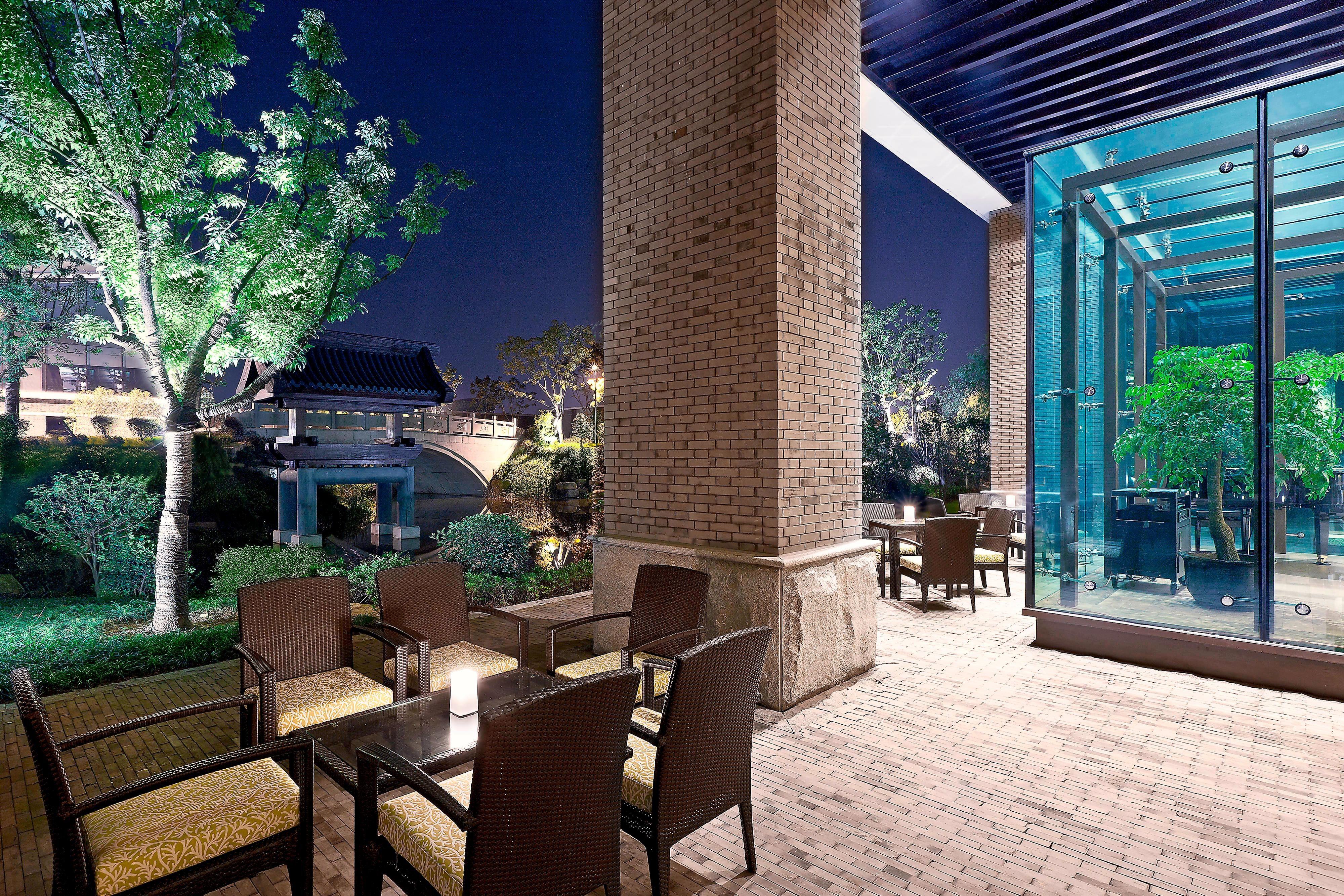 Lobby Lounge - Outdoor