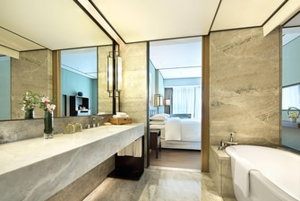 Grand Deluxe Room Bathroom