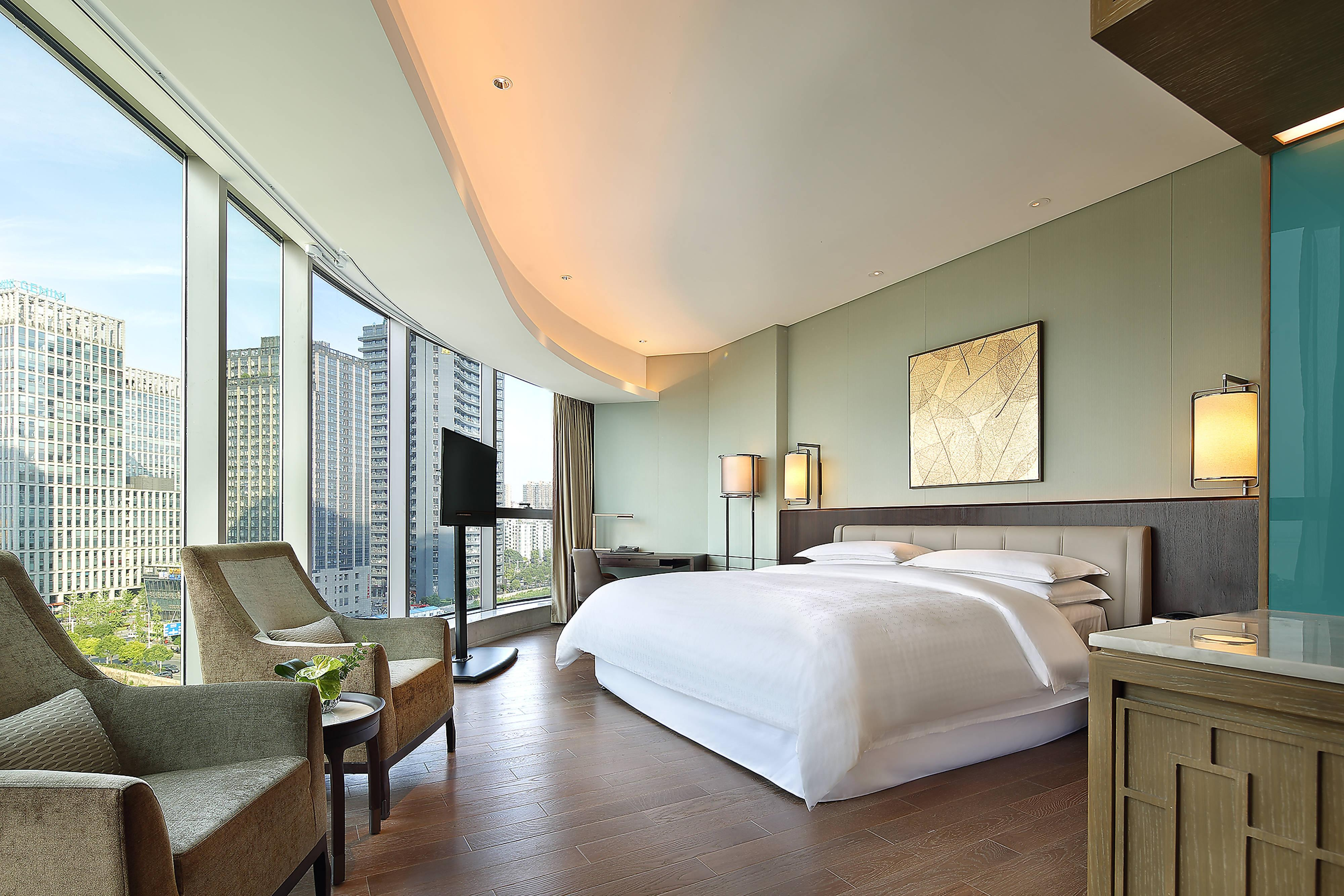 Grand Deluxe Room - King Bed