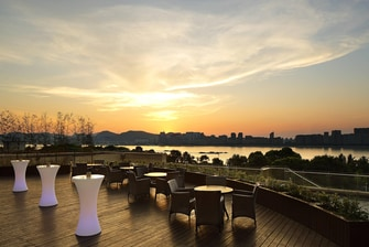 Roof Garden with full Qiantang River View